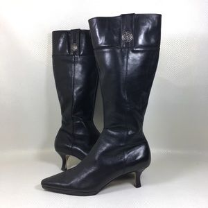 Tabard Kitten Heel Pointed Toe Knee High Boots 9,5